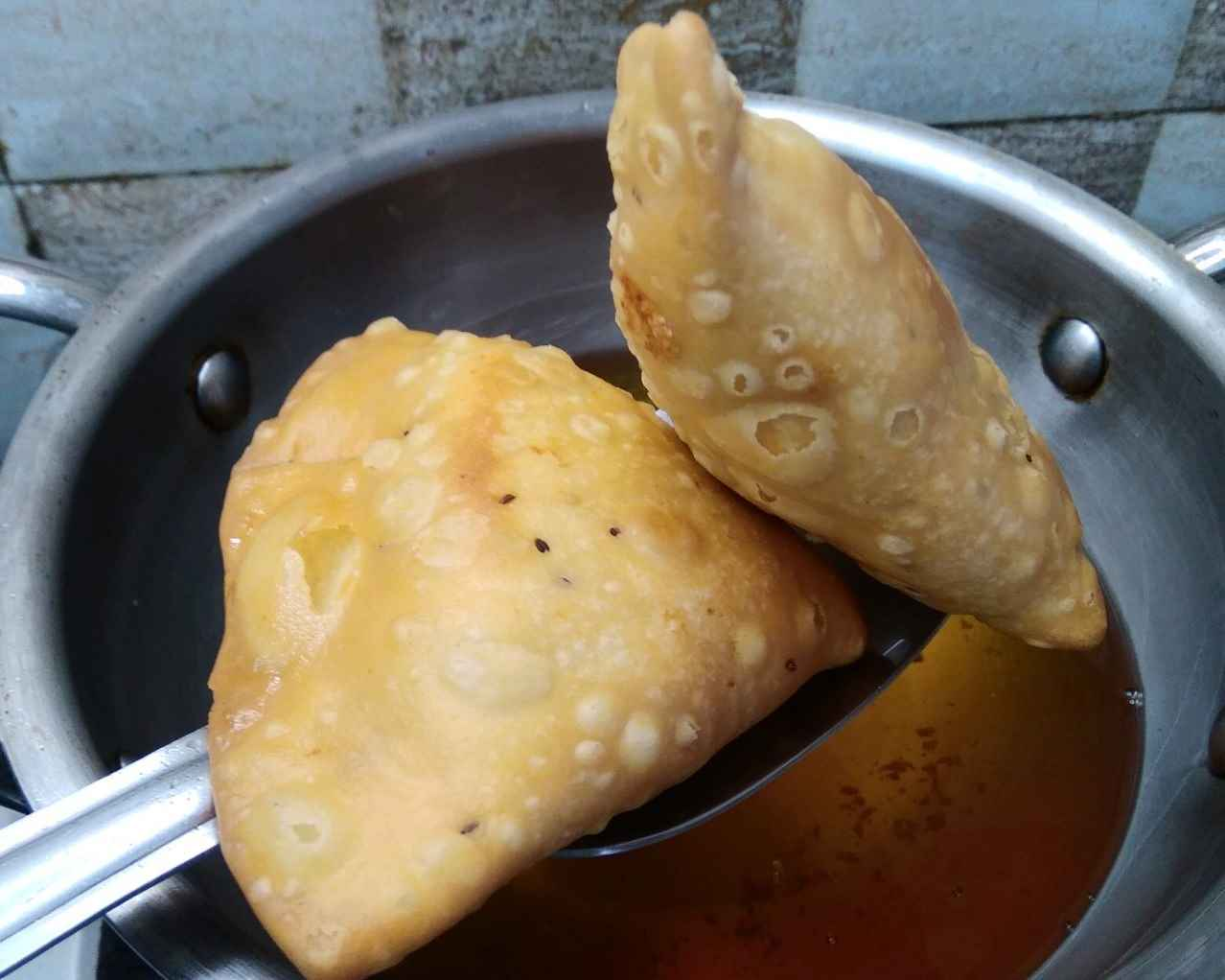 How to fry the Samosa